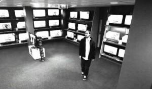 גנב מצלמת אבטחה