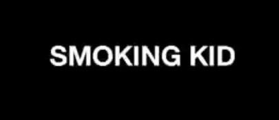 ילד מעשן