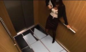 פחד מוות - מתיחת הרצפה הקורסת במעלית