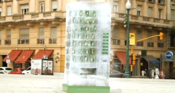 מכונת משקאות שעשויה מקרח
