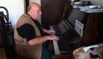 מחמם לב: הסרטון שגייס את הרשת למען מרק הפסנתרן