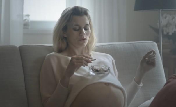 אמא מעשנת