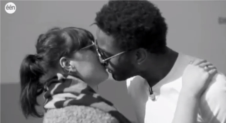 זרים מתנשקים בלגיה