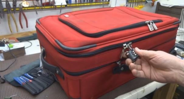 מנעול מזוודה