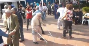 סבא זורק את הקביים