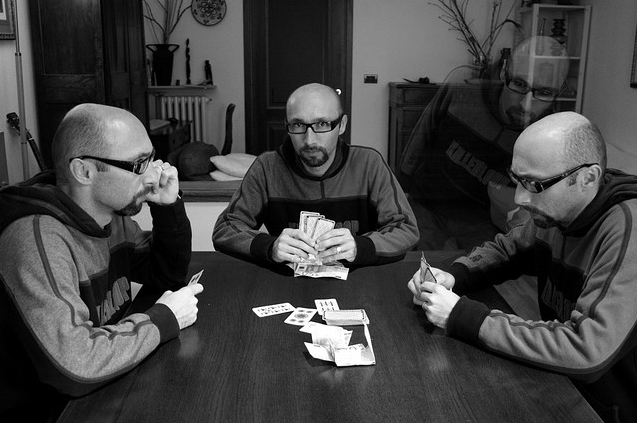Clone-Photos-11-Poker-game