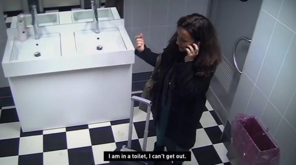מתיחה בשירותים 1