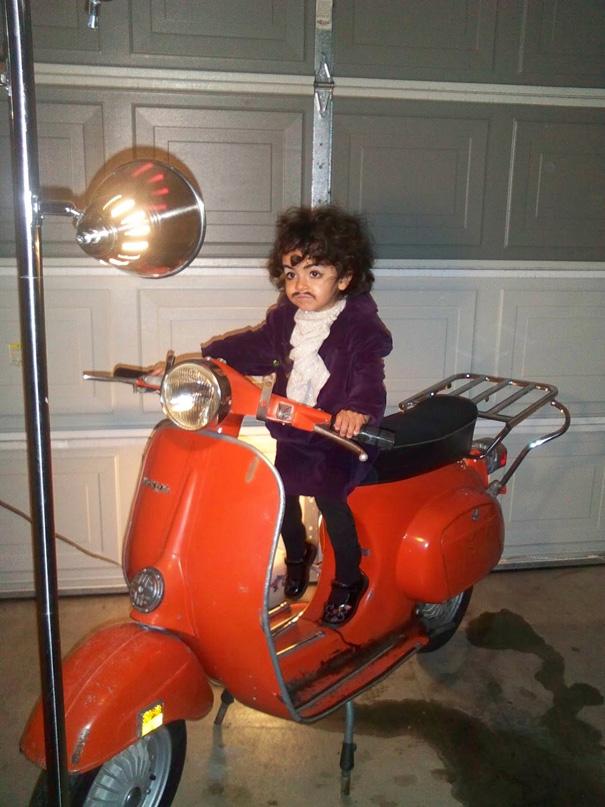 תחפושות לפורים - ילדים - פרינס על קטנוע