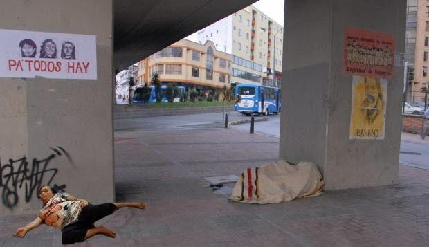 אישה נרדמה בקניון 12
